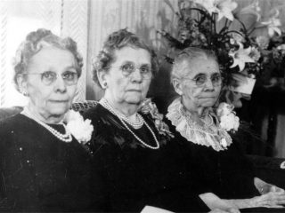Three Sisters, Dorthula, wife of Columbus Tuckerrrr in middle